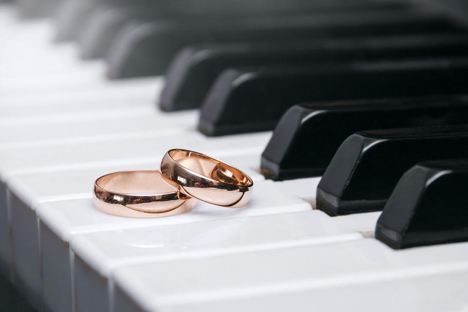 Stai programmando il tuo matrimonio? Una guida sulla scelta della musica che accompagna la cerimonia religiosa cattolica